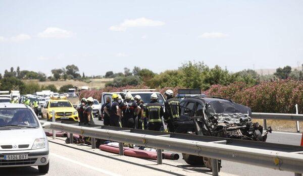 Tres muertos y dos heridos graves en un accidente en la A-4